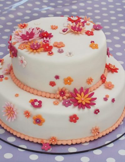 kage til konfirmation med fondant og blomster
