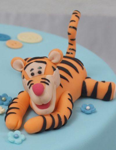 dåbskage pynt af tigerdyret lavet i gumpaste