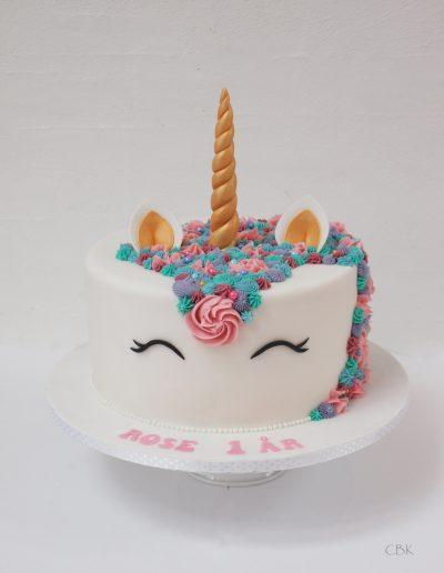 Enhjørningekage/unicorn kage med manke i smørcreme.