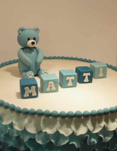 barnedåbskage med bamse og navneklodser
