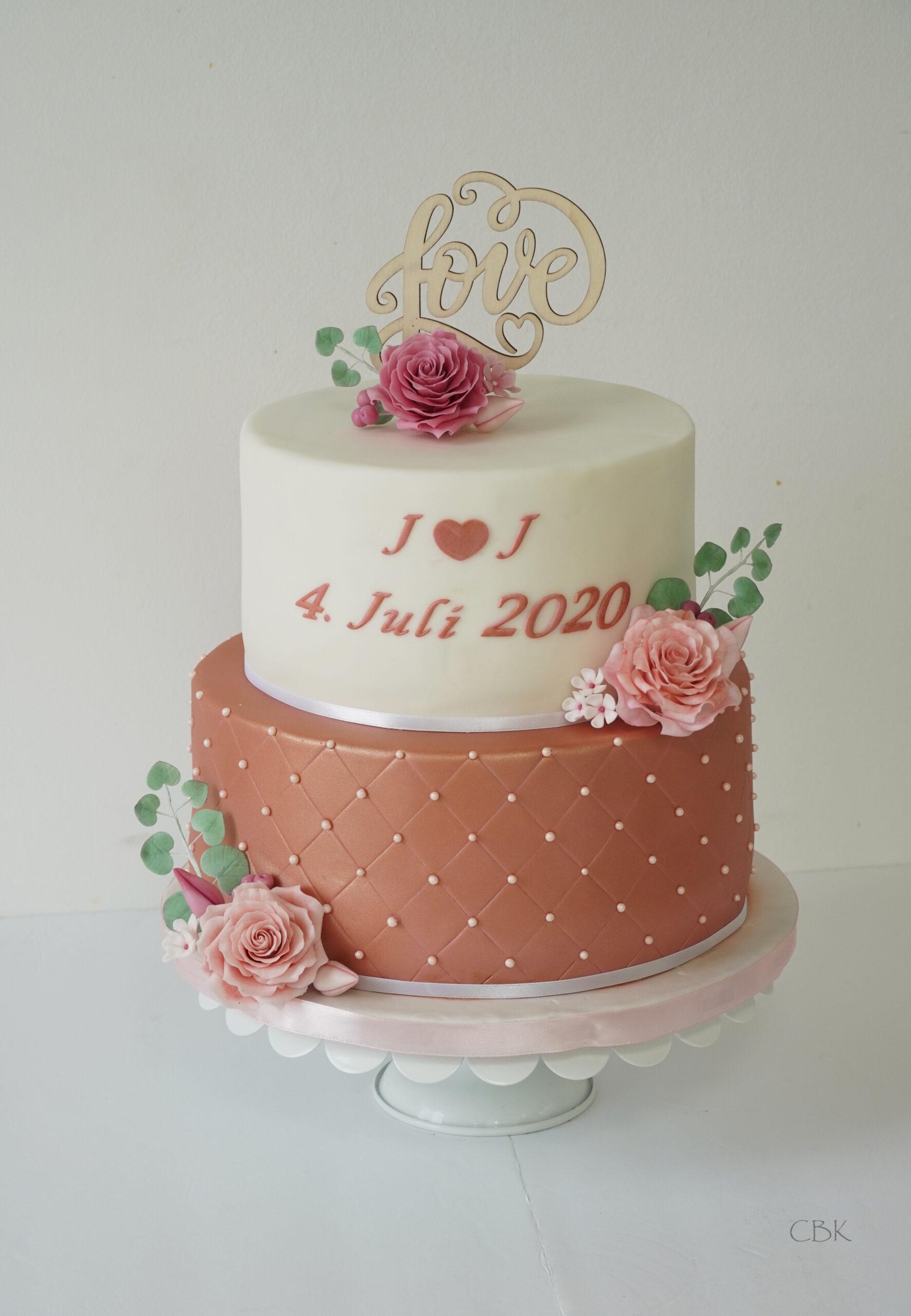 bryllupskage rosegold roser