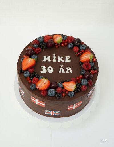 Fødselsdagskage med chokoladeganache og friske bær