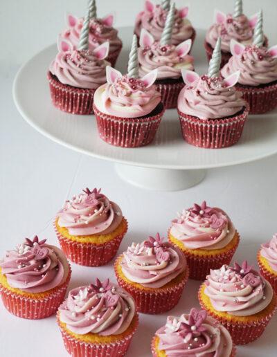 Dåbscupcakes med navn og unicorn