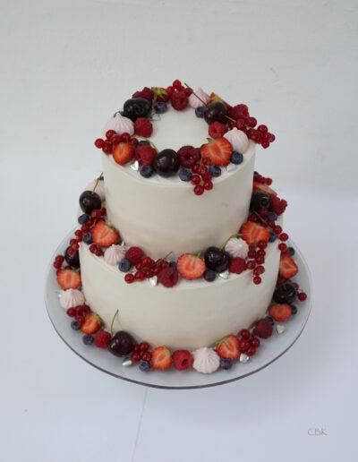 lille bryllup med bær og marcipan