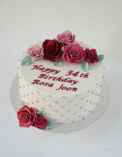 kage med håndlavede roser